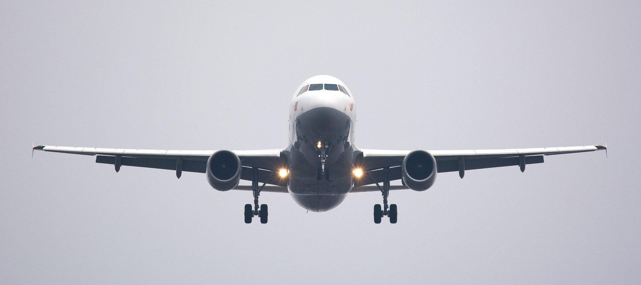 Jak latać z pneumatyczną kamizelką ratunkową?