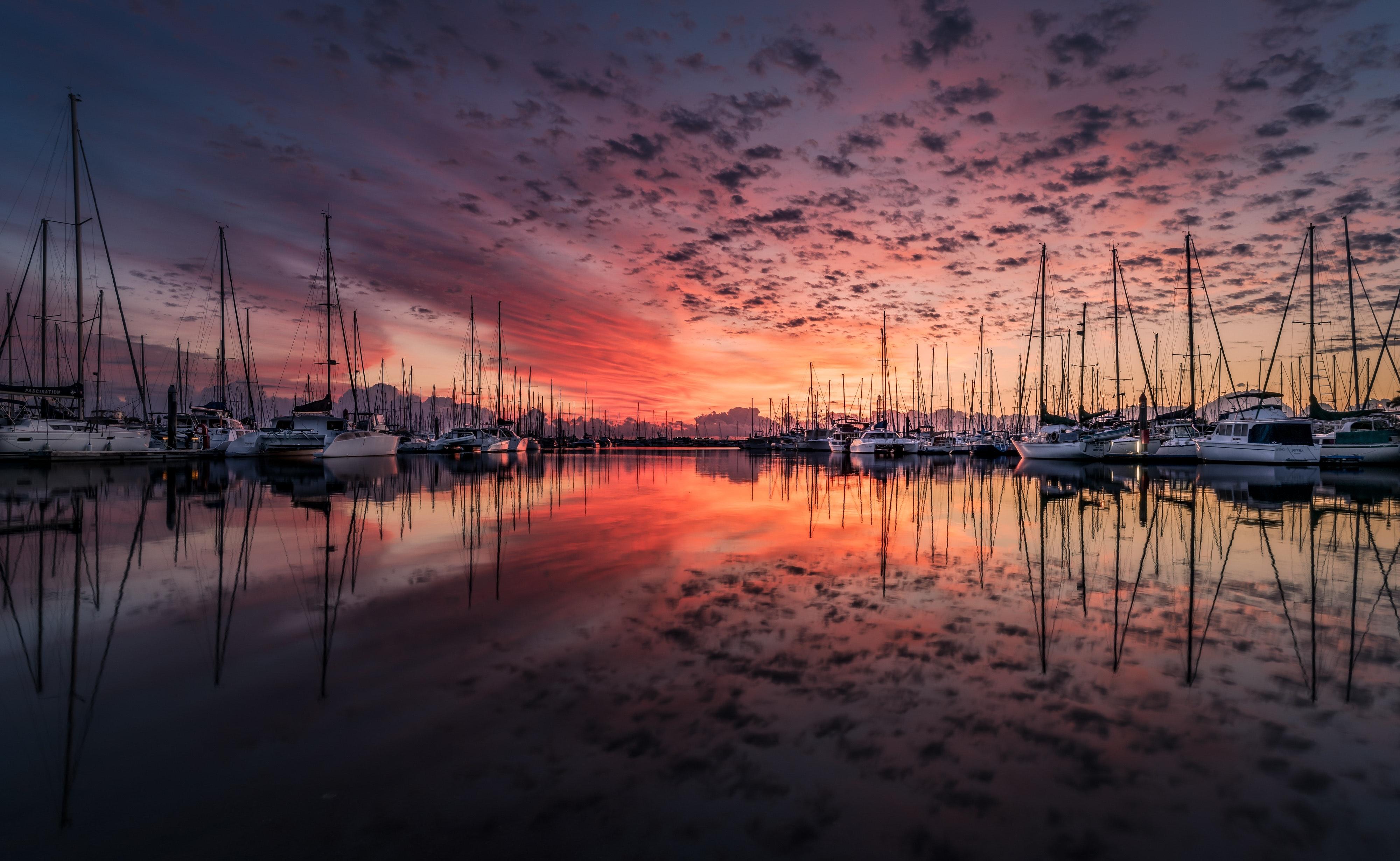 Czerwone niebo o wschodzie słońca może zwiastowac trudną pogodę ale może to być żeglarski mit